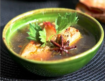 Foie gras de canard Lafitte poché au rooibos et aux épices,